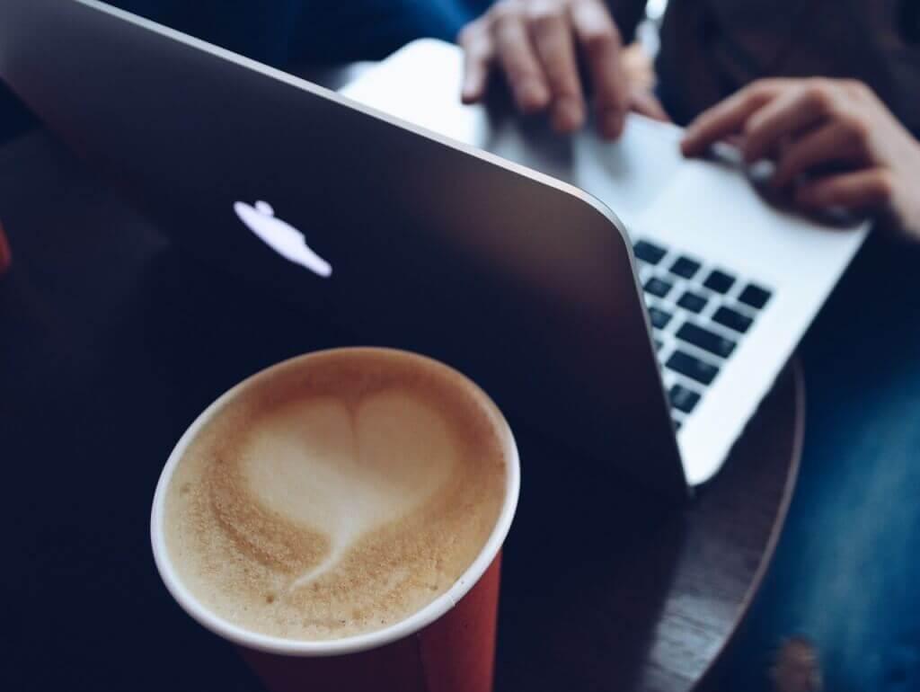 Werken vanuit een koffiebar (LodiPlanting.com)